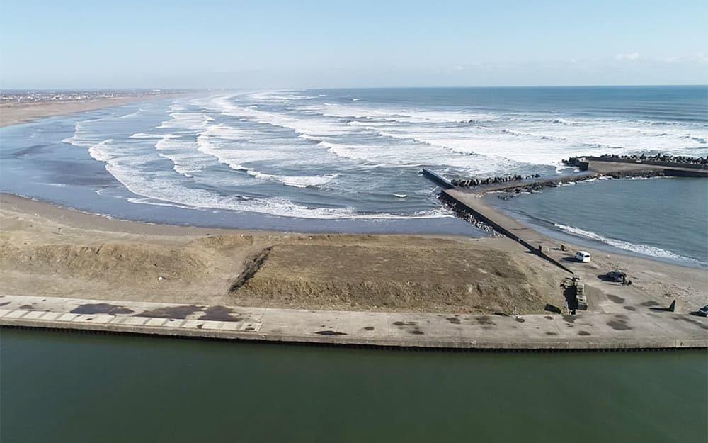片貝漁港 北堤と作田海岸
