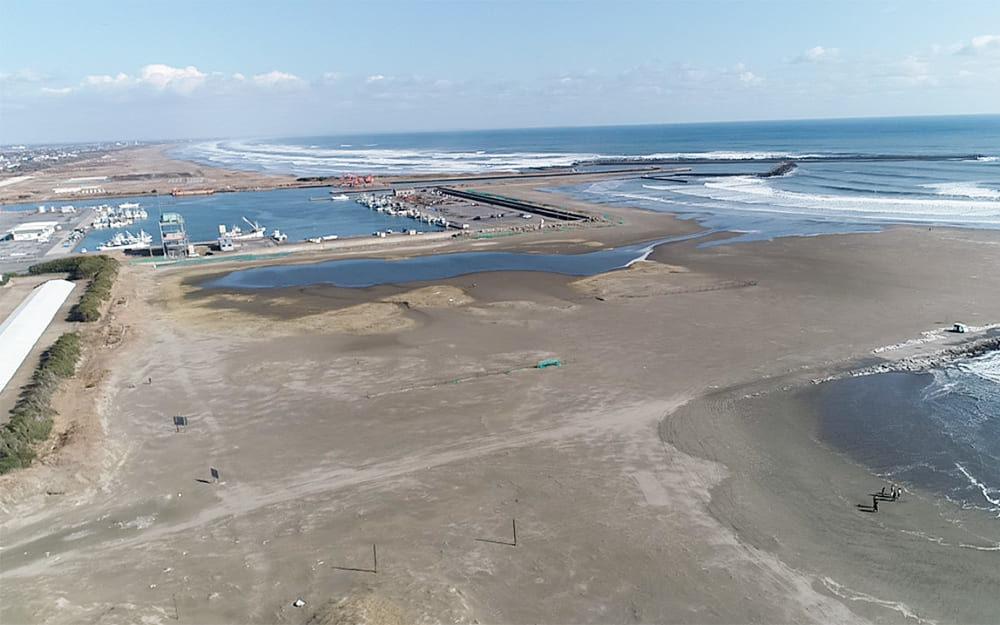 片貝海岸新堤から見た片貝漁港